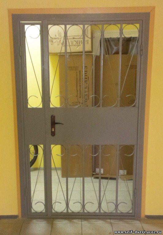 стальные двери на лестничной площадки